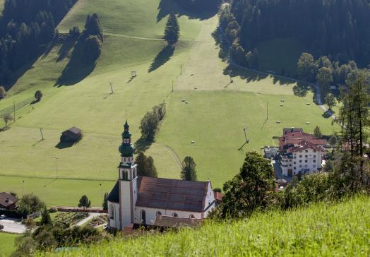 Der Tirolerhof liegt inmitten der Tiroler Bergwelt