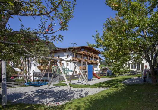 Auch für die Kleinen gibt's im Tirolerhof-Wildschönau viel zu erleben ...