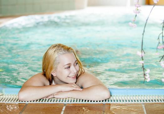 Genießen Sie die Extras unseres Schwimmbades wie unsere Gegenstromanlage