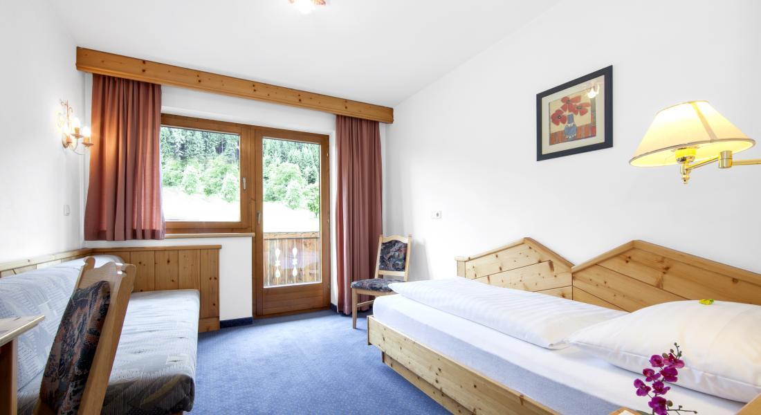 Ansicht Einzelzimmer mit Balkon im Landhotel Tirolerhof
