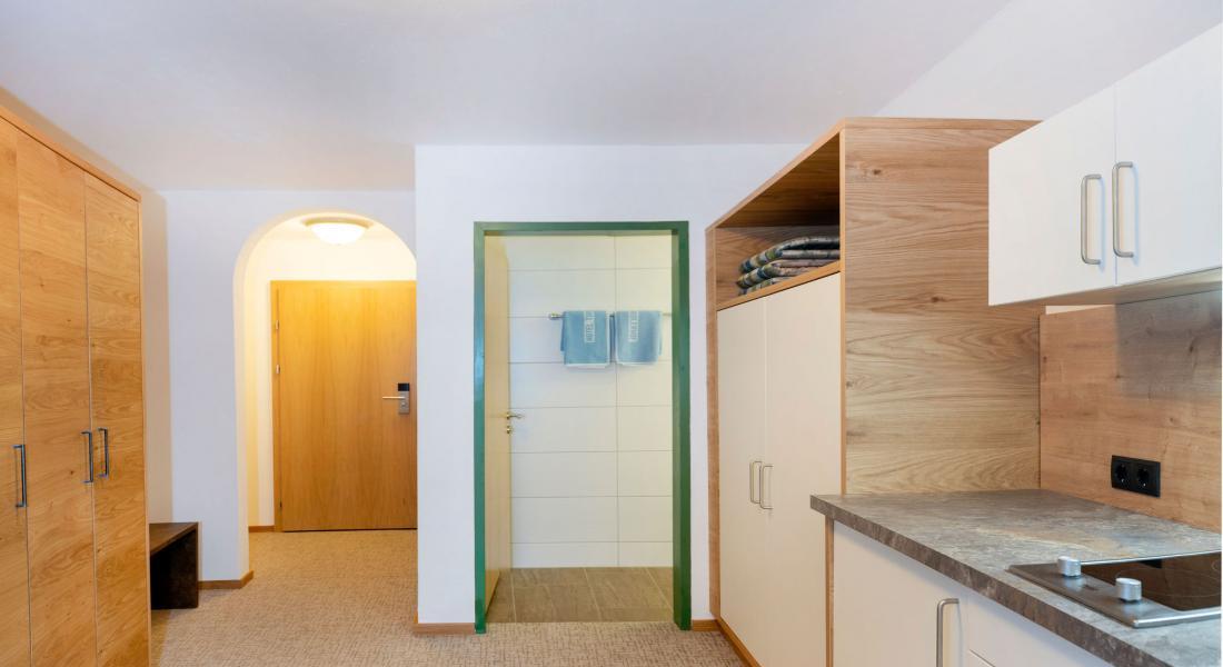 Eingangsbereich mit Kochnische