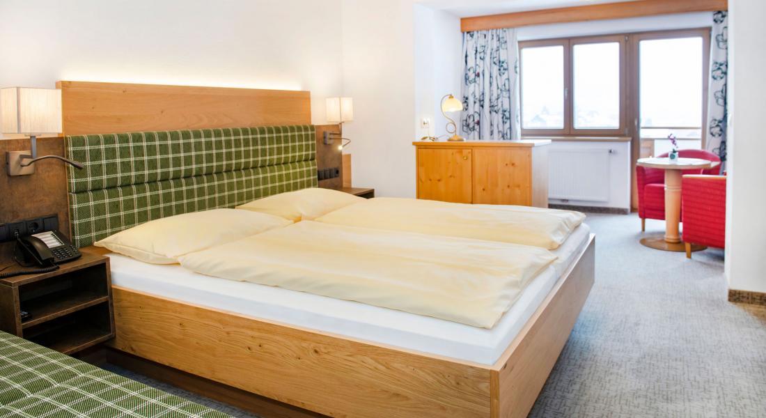 Schlafbereich im Komfortzimmer Deluxe - Landhotel Tirolerhof