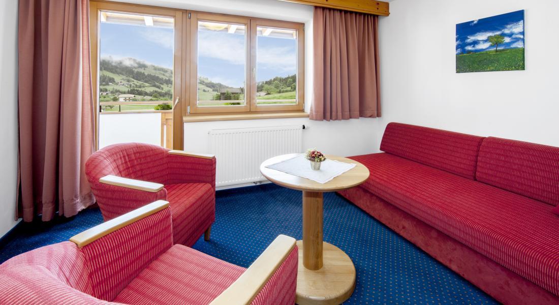 Wohnbereich im Komfortzimmer Deluxe - Landhotel Tirolerhof